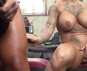 Two Big Tit Muscle Ladies Play With Each Other In The Gym